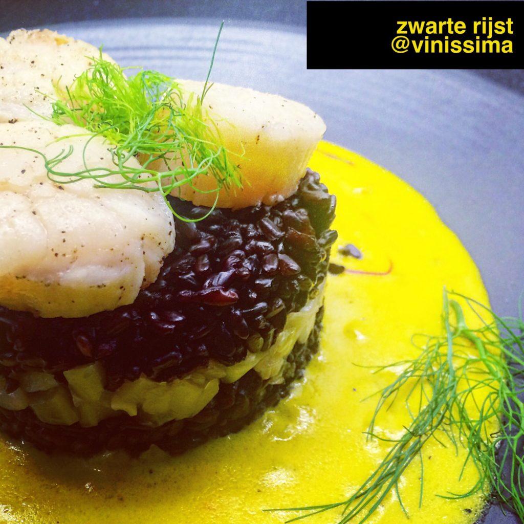 Zwarte Venus-rijst (riso nero venere) met coquilles