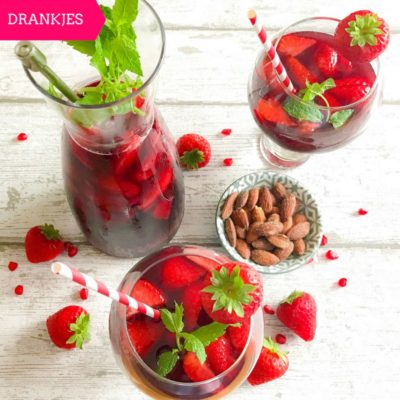 Sangria met aardbeien en granaatappel