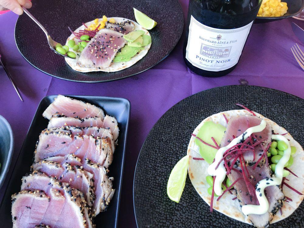 tortilla met tonijntataki en pinot noir van Bouchard Ainé