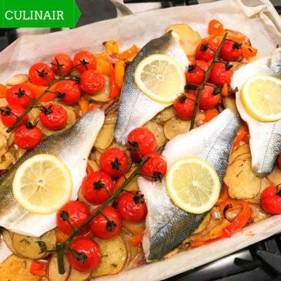 traybake van mediterrane groenten en zeebaars