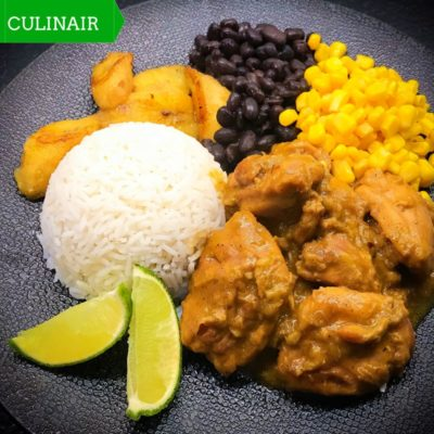 kip met saus van banaan en spiced rum