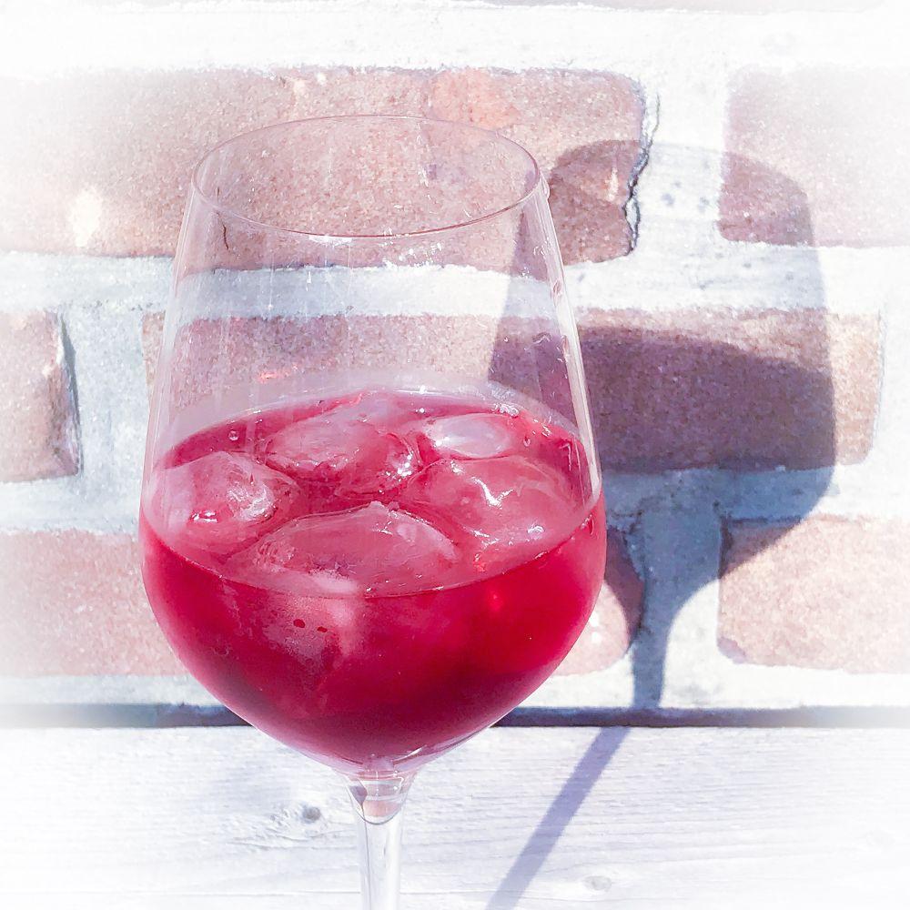 wijn met ijsblokjes