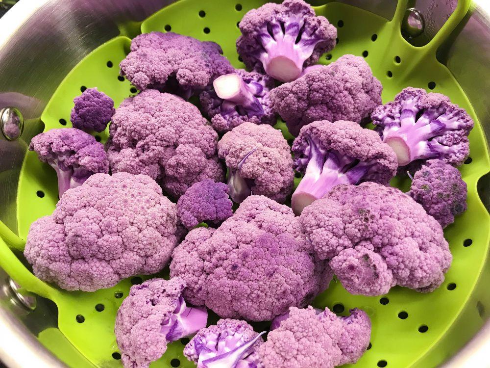 paarse bloemkool stomen