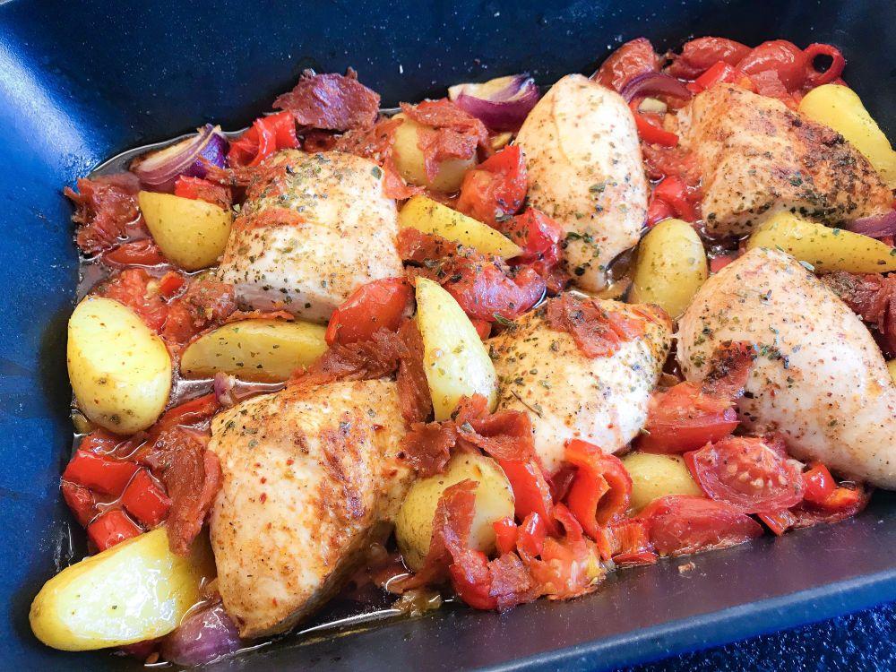 Spaanse ovenschotel met kip chorizo en gegrilde groenten