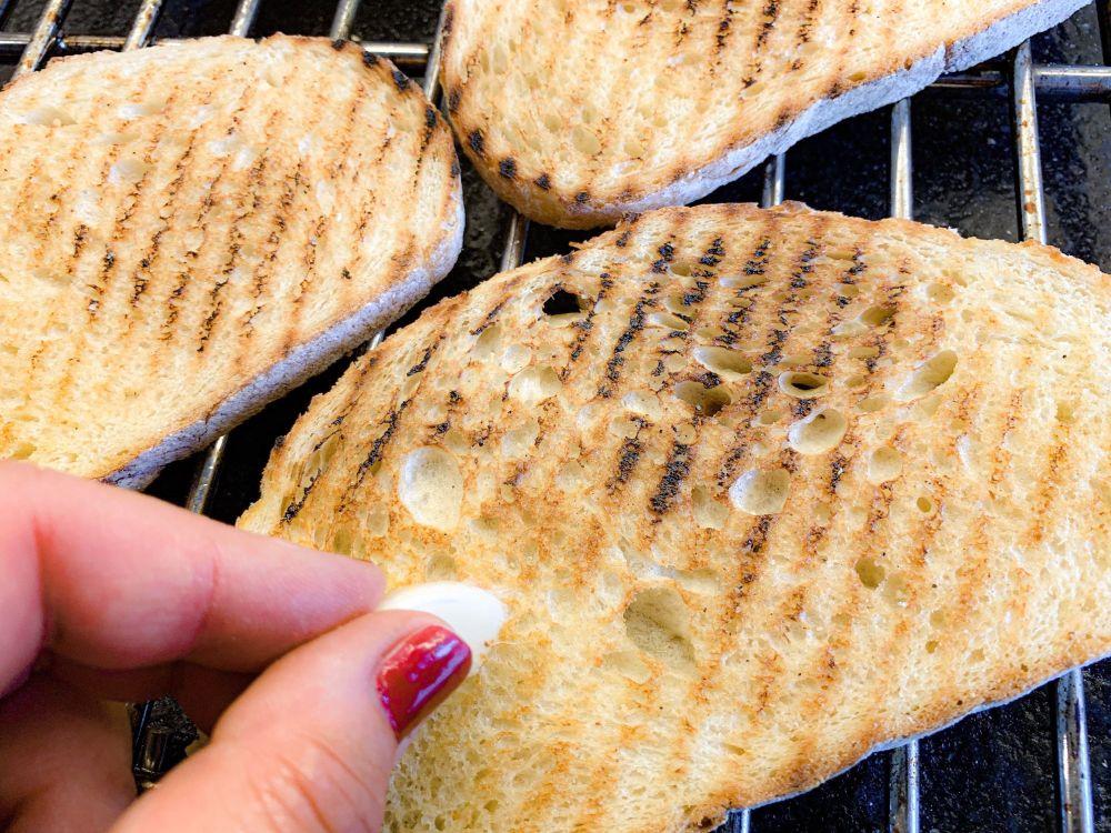 gegrild brood voor bruschettona