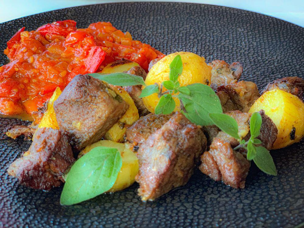 Griekse lamsstoof met paprika-tomatenstoofje