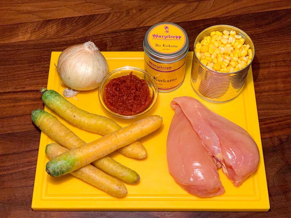 ingrediënten geel gerecht met romige kokoskip