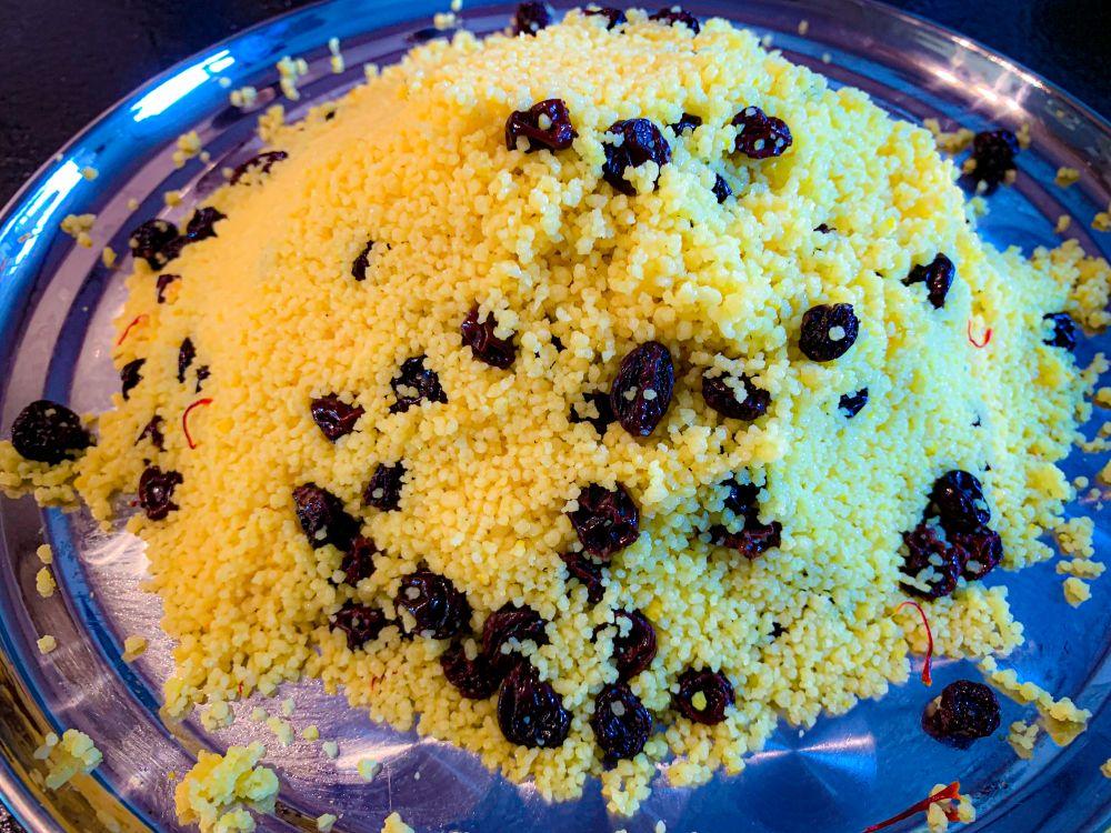couscous met saffraan en rozijnen