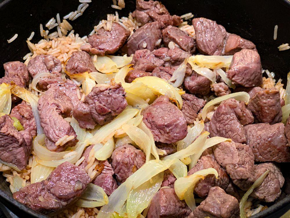 lamsvlees met uien
