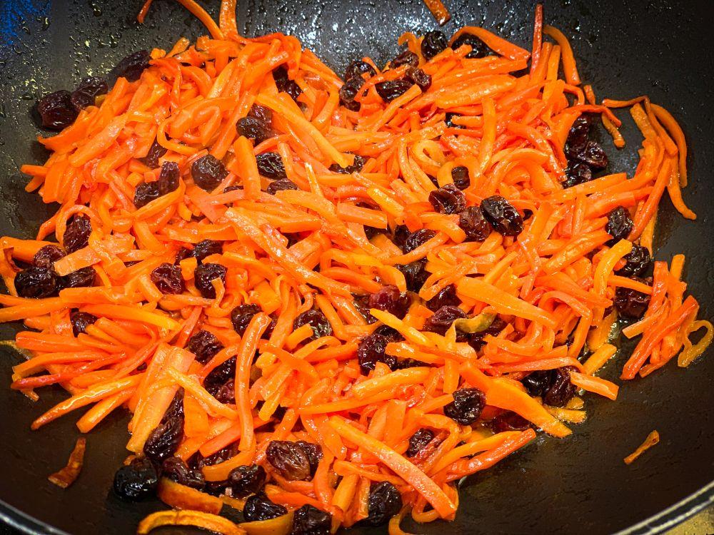 wortel en rozijnen