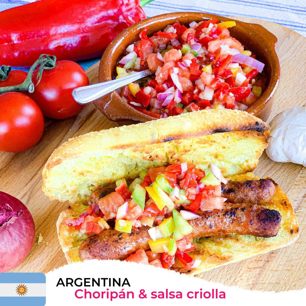 Argentijnse choripán met salsa criolla