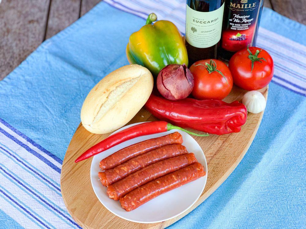 ingrediënten Argentijnse choripán en salsa criolla