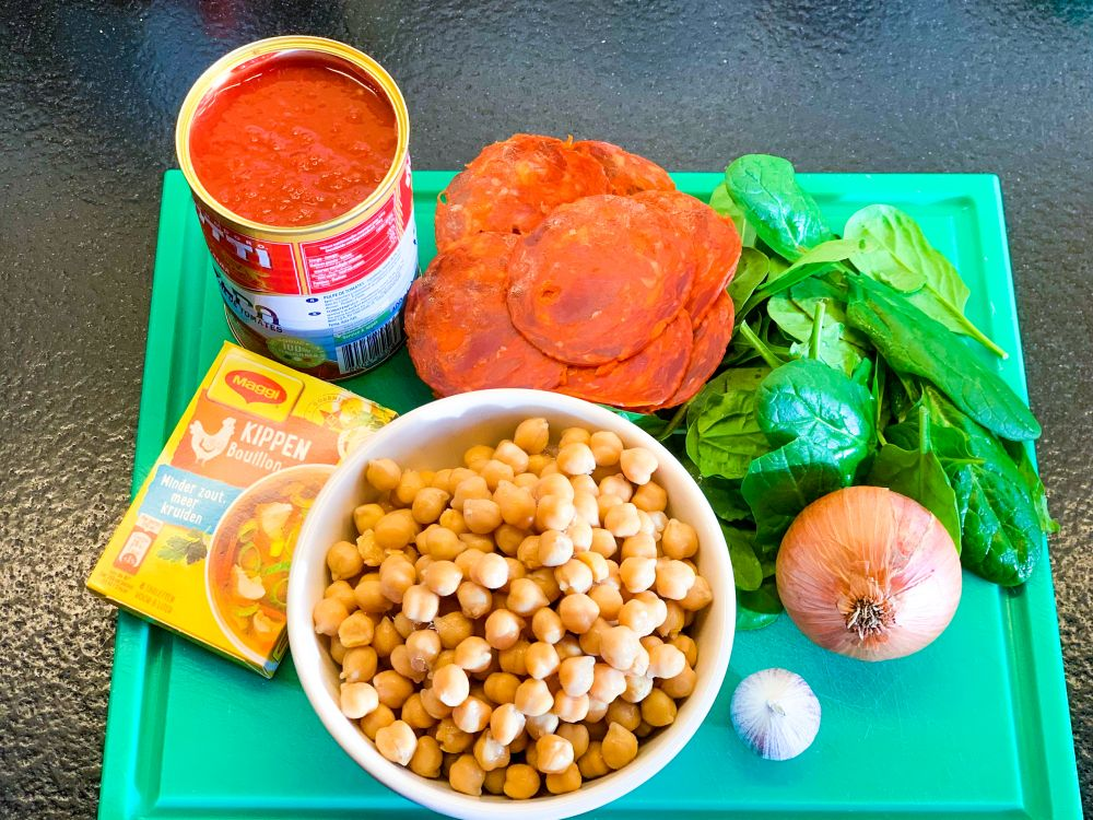 Ingrediënten Spaanse kikkererwten-chorizo soep
