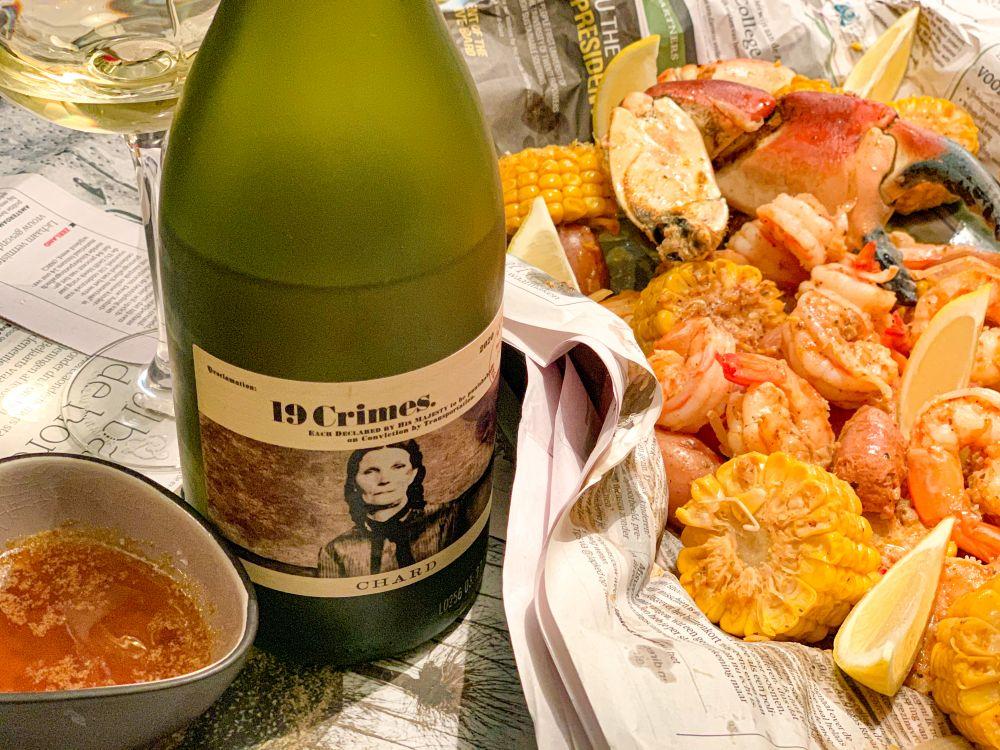 19 Crimes chardonnay bij crimineel lekkere Seafood Boil
