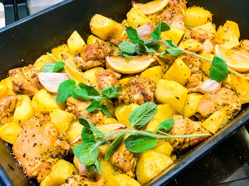 Griekse ovenschotel kip aardappel en citroen