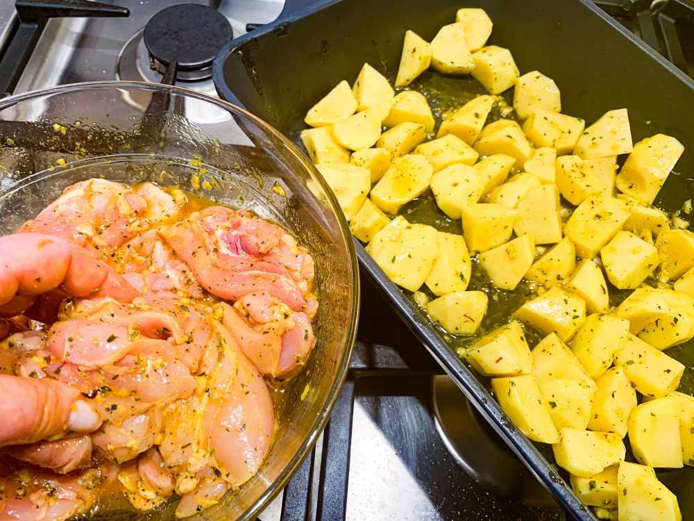 kip en aardappeltjes in Griekse marinade
