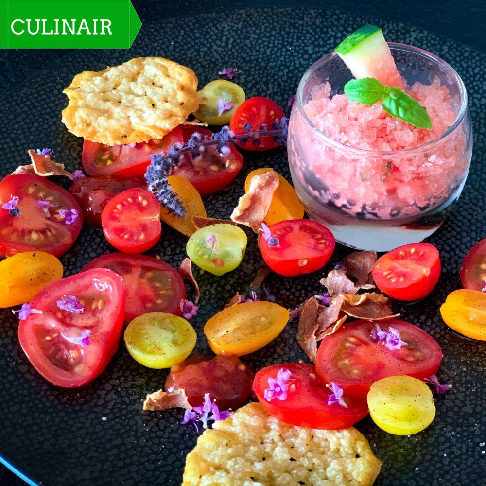 Tomaten - watermeloengranita - krokantje van Parmezaanse kaas