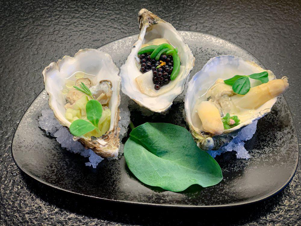 Trio van oesters met oyster leave