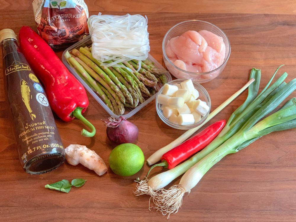 Ingrediënten Thaise aspergesoep met kokos en kip