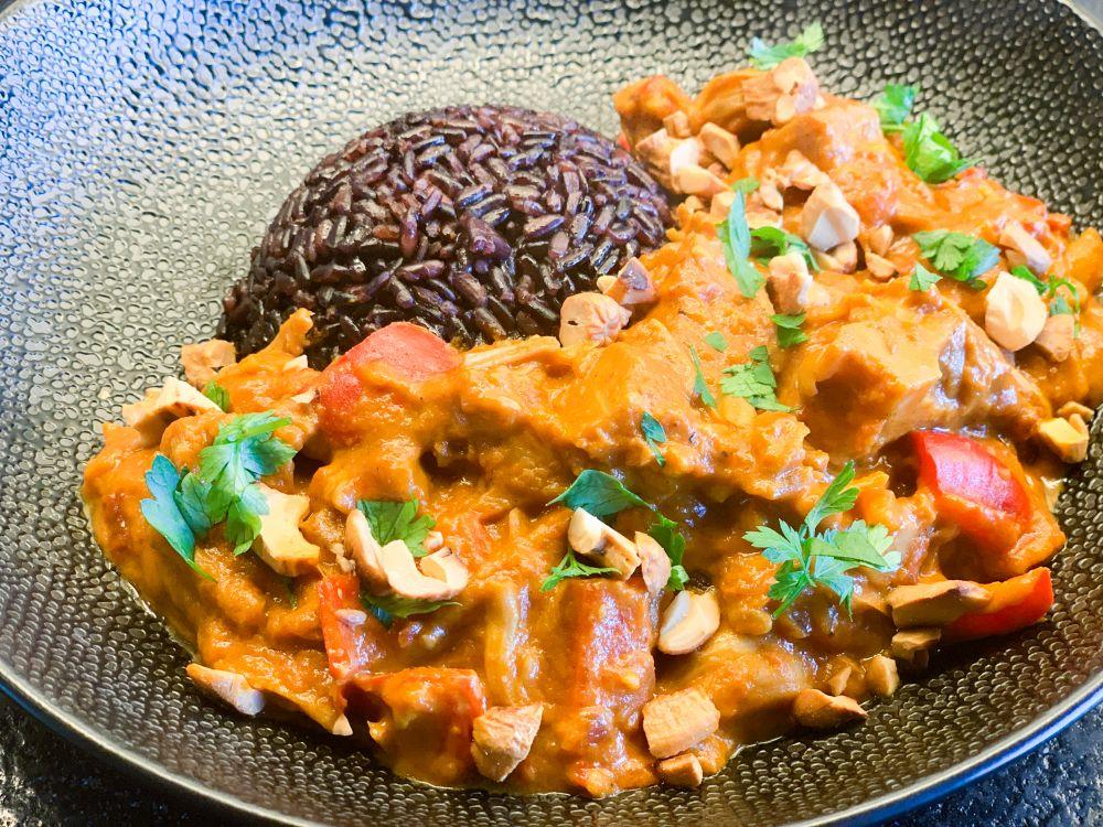 Jackfruit curry met zwarte rijst