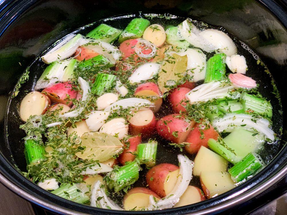New England Clambake - 1 aardappelen en uien toevoegen