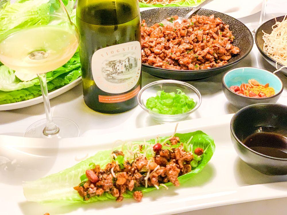Wijntip bij slawraps met kip en hoisinsaus